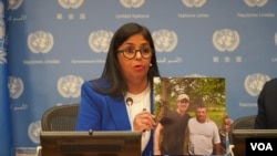 """Delcy Rodríguez, vicepresidenta del gobierno en disputa de Venezuela, dijo que """"No hay un selfie, hay un rollo de fotos"""" de Guaidó con supuestos grupos paramilitares."""