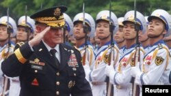 U.S. Chairman of the Joint Chiefs of Staff General Martin Dempsey reviews the honor guard during a welcoming ceremony in Hanoi, Aug. 14, 2014.