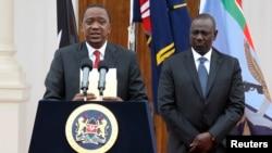 លោកប្រធានាធិបតី Uhuru Kenyatta របស់ប្រទេស Kenya (ឆ្វេង) និងអនុប្រធានាធិបតី William Ruto ថ្លែងក្នុងសន្និសីទសារព័ត៌មានមួយនៅឯរដ្ឋសភាក្នុងទីក្រុង Nairobi កាលពីថ្ងៃទី២ ខែធ្នូ ឆ្នាំ២០១៤។