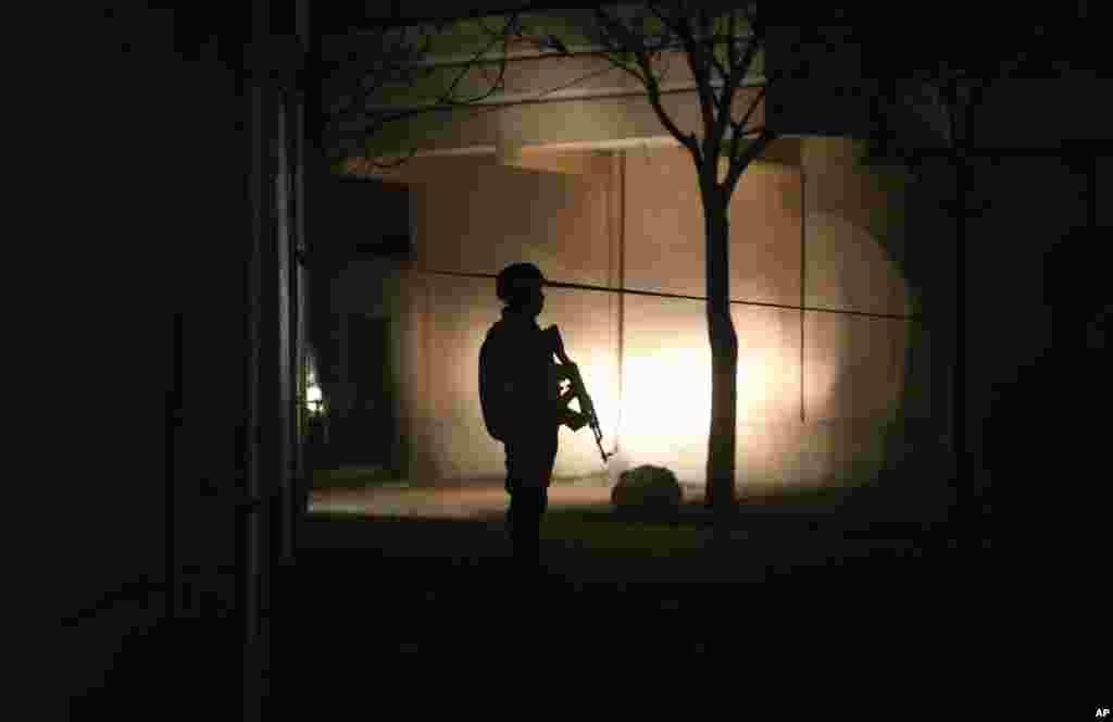 بتایا جاتا ہے کہ یہ حملہ اس وقت ہوا جب گیسٹ ہاؤس میں ایک تقریب ہو رہی تھی جس میں غیر ملکی شہری شریک تھے۔