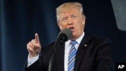 Ông Trump yêu cầu họp khẩn để tìm cách đối phó với cuộc tấn công mạng.