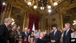 Le président Barack Obama pour signer formellement la nomination de son cabinet au Capitole, à Washington DC, le 20 janvier 2017.