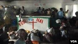 Người đi lánh nạn cuộc khủng hoảng phiến quân ở CHDC Congo tạm trú trong nhà thờ, 23/11/2012