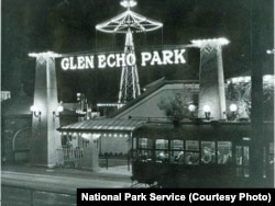 A trolley brought visitors to Glen Echo Amusement Park in the 1930s.
