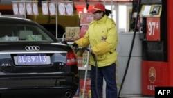 Giá bán lẻ xăng dầu tại Trung Quốc do chính phủ trung ương quyết định