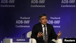 Presiden Bank Pembangunan Asia (ADB) Haruhiko Kuroda dalam konferensi ADB-IMF di Bangkok, 2012. (Foto: Dok)
