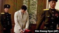 Отто Уормбиер (в центре). Пхеньян, Северная Корея. 29 февраля 2016 г.