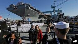 미 해군은 19일 버지니아주 노폭 해군기지에서 새 항공모함 '제럴드 포드' 호를 공개했다.