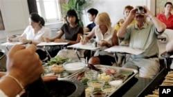 Tidak peduli masakan dari negara mana di dunia ini, mengajar memasak secara langsung selalu lebih berhasil (foto, dok.).
