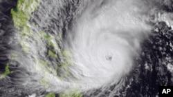 Tuy chưa mạnh tới mức siêu bão, nhưng bão Hagupit là cơn bão dữ dội nhất thổi vào Philippines trong năm nay.