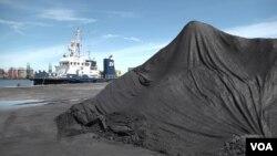 북한산 석탄이 불법 수입된 것으로 알려진 한국 포항신항의 석탄 야적 부두. (자료사진)