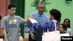 美國總統奧巴馬參與服務社區向馬丁·路德·金致敬。