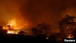 Cháy rừng lan rộng gần Newbury Park, California, 4/5/2013