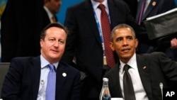 David Cameron (à g.) et Barack Obama ont publié une tribune en faveur de la liberté d'expression (AP)