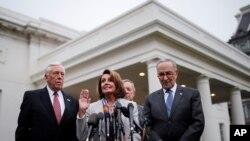 Лидеры демократов в Конгрессе (слева направо): Стени Хойер, Нэнси Пелоси, Чак Шумер