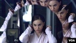 Natalie Portman también se llevo su merecido reconocimiento por su actuación en la cinta 'Black Swan'.