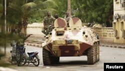 Malian military junta troops who carried out a coup in March guard a street after renewed fighting in the capital Bamako, May 1, 2012