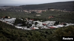 Kamp pengungsi dan migran Moria di pulau Lesbos, Yunani, 1 Desember 2017. (Foto: dok).
