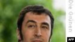 Cem Özdemir: 'Türkiye'de Tabular Yıkılmalı'