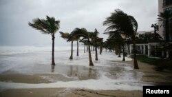 14일 멕시코의 태평양 연안 지역인 로스카보스에서 허리케인 '오딜'의 영향으로 강풍이 불고 있다.
