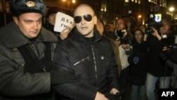 Сергея Удальцова задерживают в ходе запрещенного Дня Гнева в Москве. Ноябрь 2010г.