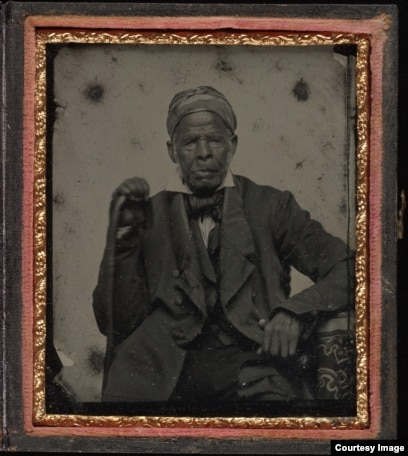 Foto Omar bin Said, tahun 1850, seorang budak Muslim yang menulskan kisah hidupnya dengan tulisan tangan selama menjadi budak. (Foto: Yale University)