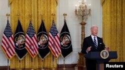 Tổng thống Joe Biden loan báo kế hoạch tiêm rộng rãi liều vaccine tăng cường thứ ba, tại Tòa Bạch Ốc ngày 18/8/2021.