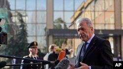 Dimitris Avramopoulos répond aux questions, à Rome, le 20 mars 2017.