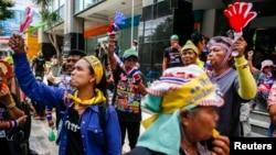 Những người biểu tình chống chính phủ tụ tập trong trung tâm Bangkok, 7/3/14