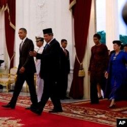 امریکی صدر اپنے انڈونیشیائی ہم منصب کے ہمراہ