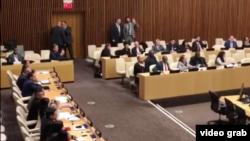 Diplomáticos y manifestantes cubanos interrumpieron una sesión de la ONU convocada por Estados Unidos para hablar sobre los presos políticos en la isla. Octubre 16, 2018. Foto: Captura de video cortesía de Alejandro Rincón.