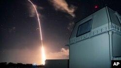 지난해 12월 미국 국방부가 하와이 카우아이섬의 태평양미사일사격훈련지원소(PMRF)에서 'SM3 블록2A' 지대공미사일의 중거리탄도미사일 요격 시험을 실시했다.