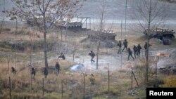 لائن آف کنٹرول پر تعینات بھارتی فورسز (فائل فوٹو)