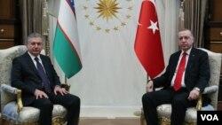 Turkiya rahbari Rajab Toyyib Erdog'an Anqarada O'zbekiston prezidenti Shavkat Mirziyoyevni qabul qildi. 19-fevral, 2020.