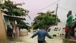Chuvas trazem miséria aos pobres de Luanda - 1:31