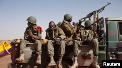 Malian soldiers heading to Gao in a pickup truck arrive in the recently liberated town of Douentza, January 30, 2013. French troops took control on Wednesday of the airport of Mali's northeast town of Kidal, the last urban stronghold held by Islamist rebe