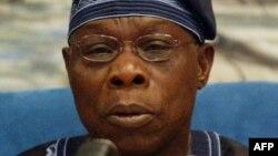 Olusegun Obasanjo, ancien président nigérian, donne un discours à Libreville, le 10 janvier 2004.