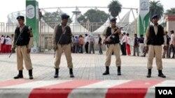 Pasukan India melakukan pengamanan ketat upacara penutupan Pekan Olahraga Persemakmuran di New Delhi hari ini.