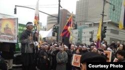 在中国驻纽约总领馆前的抗议藏人(由自由西藏学联提供)