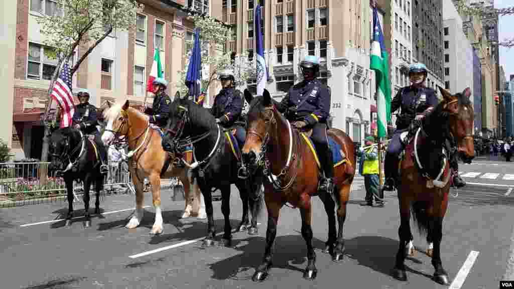 رژه ایرانیان در شهر نیویورک در سال ۲۰۱۹- پلیس نیویورک هر سال وظیفه برقراری امنیت را بر عهده دارد.