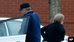 John Hinckley duke vizituar nënën e tij në Williamsburg, Virginia, 19 mars 2015