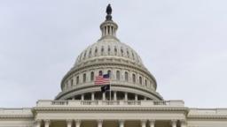 Benderanya berkibar di luar US Capitol menjelang Presiden Donald Trump menyampaikan pidato kenegaraan ke sesi gabungan Kongres di Capitol Hill di Washington, Selasa, 4 Februari 2020. (Foto: AP/Susan Walsh)