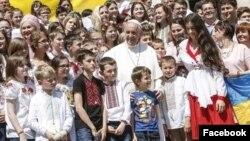 Папа Франциск з дітьми з України. Ватикан. 18 травня.