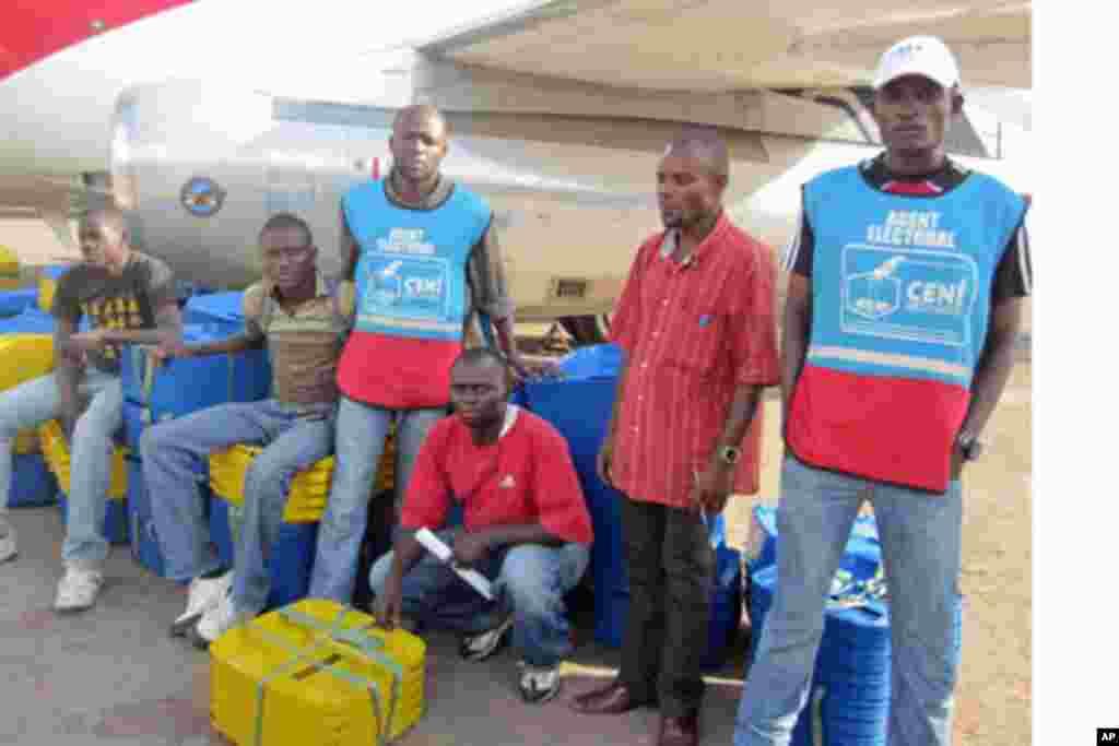 Des agents électoraux à Lubumbashi, Katanga, RDC (novembre 2011)