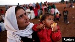 Phụ nữ người Kurd tị nạn vượt biên giới vào Thổ Nhĩ Kỳ lánh nạn từ thị trấn Kobani ở Syria.
