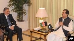 زلمے رسول نے اسلام آباد میں وزیراعظم گیلانی سے ملاقات کی
