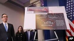 지난 23일 스티븐 므누신 미국 재무장관이 백악관 브리핑룸에서 새 대북제재를 발표한 가운데, 북한 선박 금운산 3호가 다른 선박의 모항과 국제해사기구 번호를 도용한 흔적을 담은 사진을 걸어놓았다.