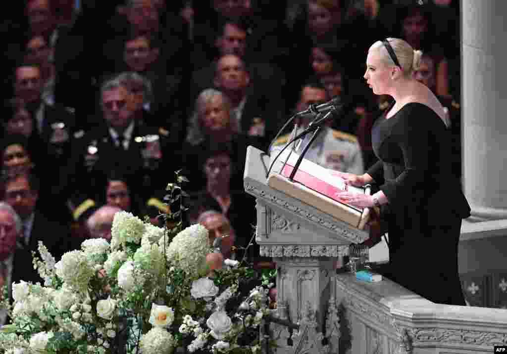 سخنرانی دختر سناتور فقید جان مک کین در مراسم یادبود پدرش در کلیسای جامع واشنگتن در پایتخت آمریکا