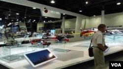 2013年莫斯科航展上的俄罗斯直升机集团展台。(美国之音白桦拍摄)