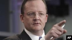 Kakakin fadar White House Robert Gibbs,yake magana da manema labarai gameda hali da ake ciki a Masar.